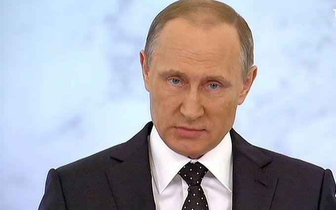 У Росії похмуро пожартували про Путіна, який спілкуватиметься з труною