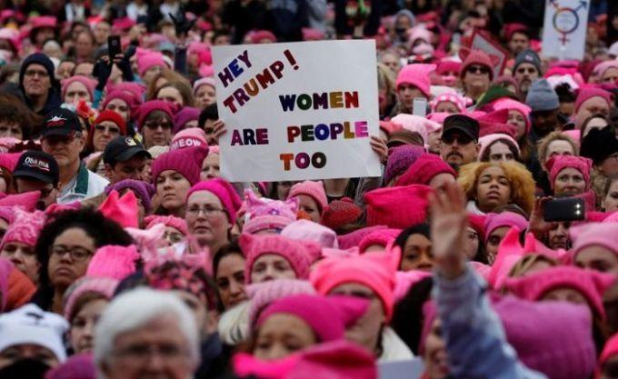 """В США сотни тысяч людей вышли на """"Марш женщин"""""""