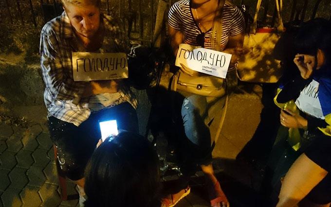 У мережі посміялися над ночівлею Савченко під АП: з'явилися фото