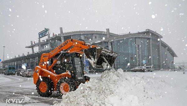 Киев накрыл мощный снегопад: появились фото и видео (4)