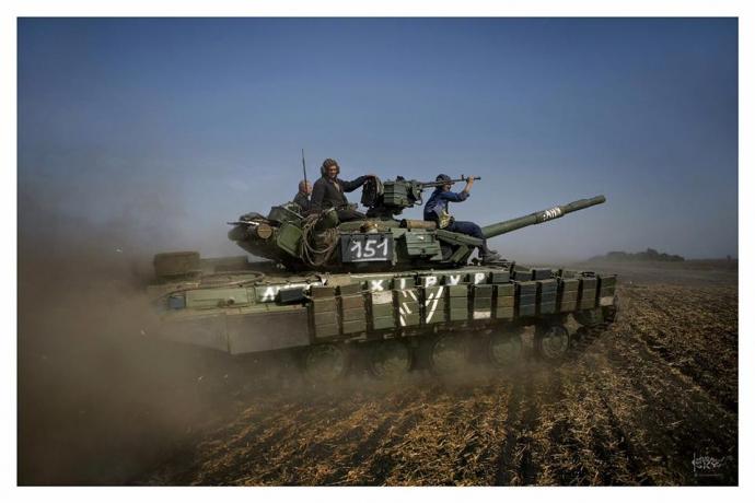 Танки війни: герой недавнього скандалу виклав нові яскраві фото з Донбасу (4)