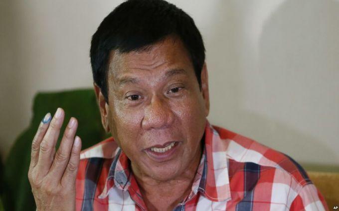 Скандальний президент Філіппін знову нахамив Обамі: з'явилося відео