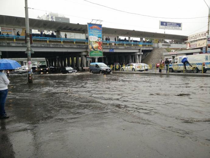 Після зливи в Києві Лівобережна стала Венецією: опубліковані фото і відео (2)