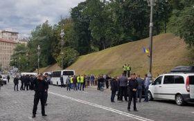 Стали відомі версії причин вибуху в центрі Києва на День незалежності