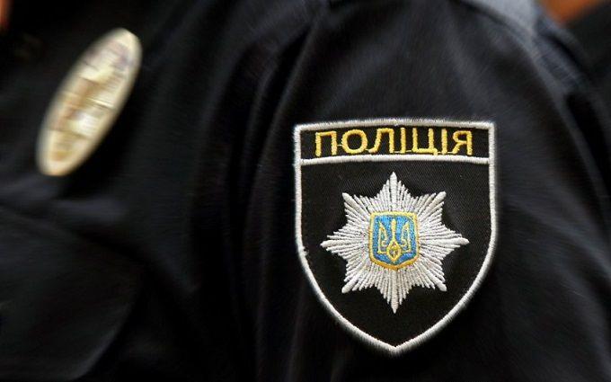 У Києві патрульні затримали озброєного чоловіка: опубліковані фото