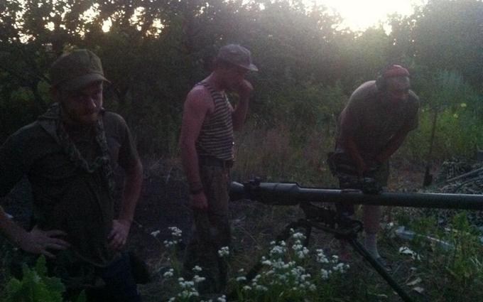 Сміхом відповідають на обстріли: з'явилося нове фото з передової на Донбасі