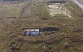 Окупанти в Криму розграбували залишки українського аеродрому: опубліковано відео