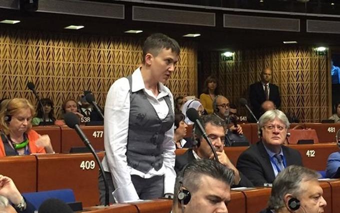 Савченко вперше показалася на підборах: опубліковано відео