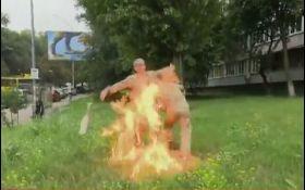 Доброволец АТО поджег себя возле Минобороны - видео