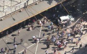 В Австралии внедорожник въехал в толпу, много пострадавших: опубликованы видео