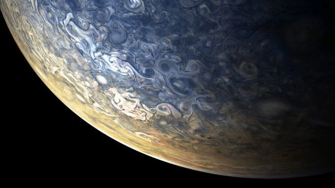 NASA показало необычные гигантские облака на Юпитере