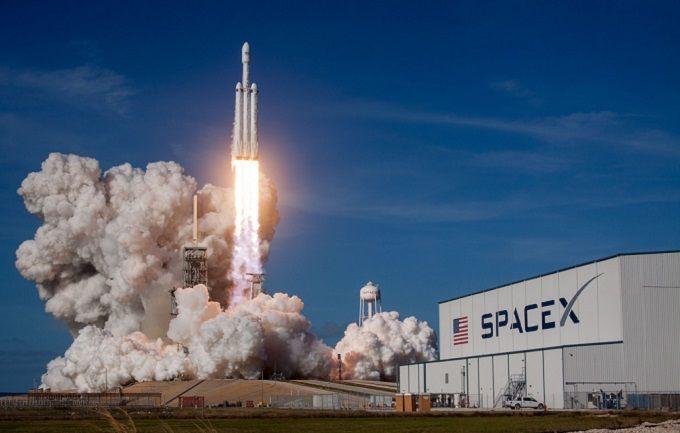 ЗМІ: компанія Ілона Маска відправить на орбіту секретний супутник
