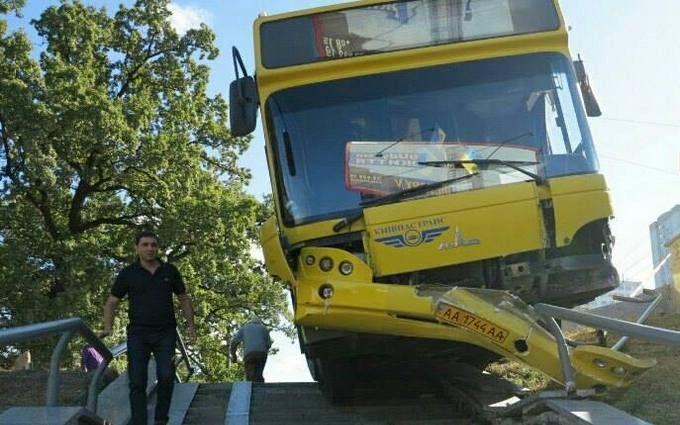 Масштабное ДТП с автобусом в Киеве: появились драматичные подробности и новые фото
