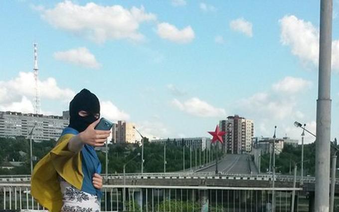 В окупованому Луганську зробили фото з прапором України