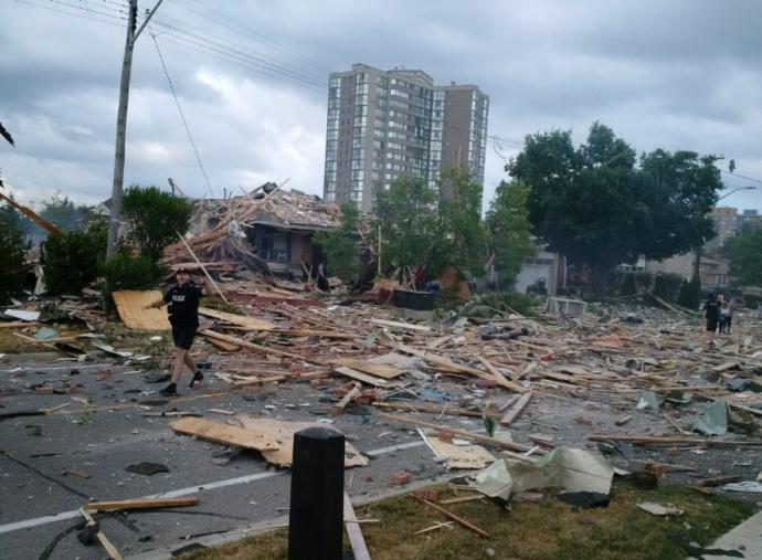 Через загадковий вибух у Канаді пошкоджені десятки будівель: з'явилися фото і відео (1)