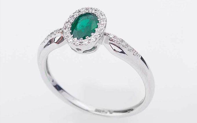 Каким знакам зодиака стоит купить кольцо с изумрудом?