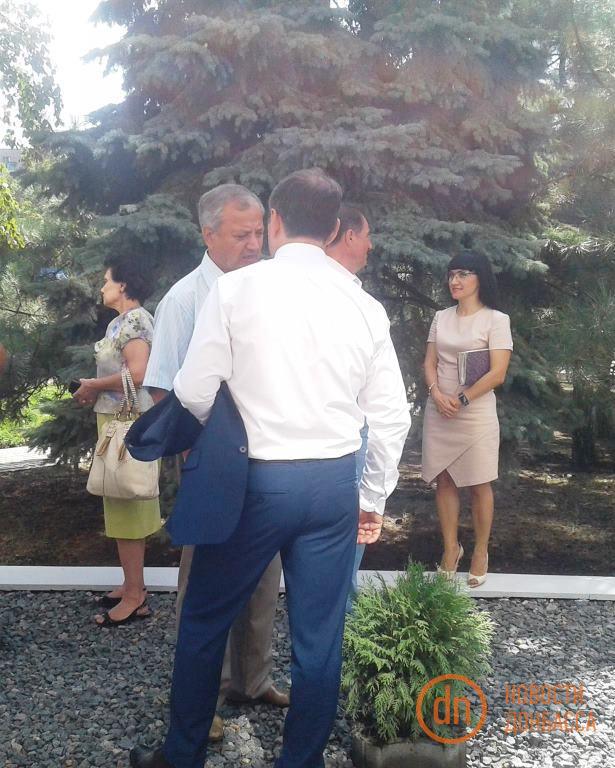 У прифронтовому Маріуполі зустрічають Порошенка: опубліковані фото (4)
