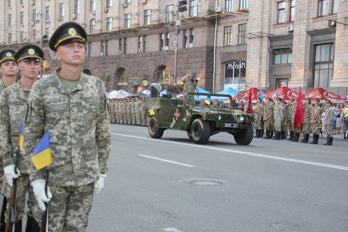 Ракеты, танки и авиация: опубликованы зрелищные фото и видео репетиции парада в Киеве (3)