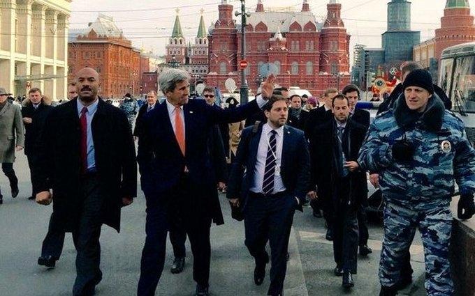 Видно, кто хозяин: фото посланника Обамы в Москве вызвало гнев у россиян
