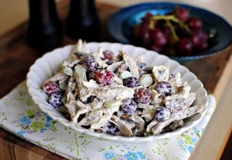 Рецепт - Салат с курицей и виноградом