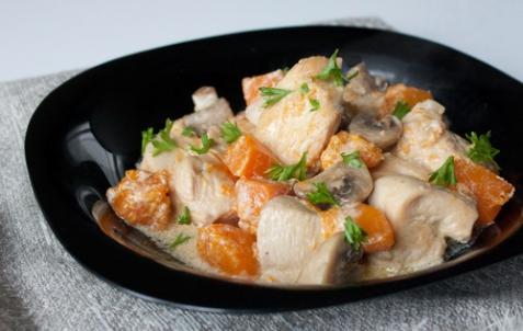 Курица с тыквой и шампиньонами в сливках