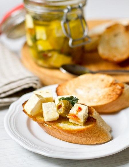 Маринованная фета с оливками