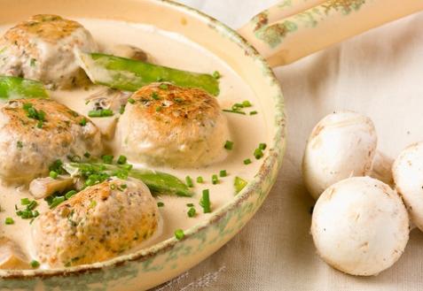 Тефтели в сливочно-грибном соусе