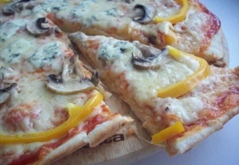 Пицца «3 сыра» с грибами (видео)
