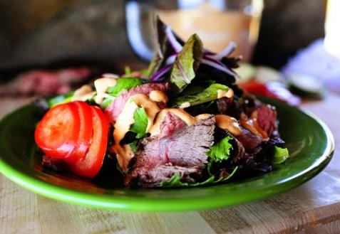 Салат из мяса на гриле