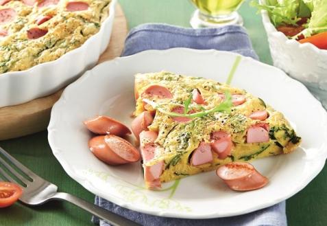 Фриттата с сосисками и шпинатом