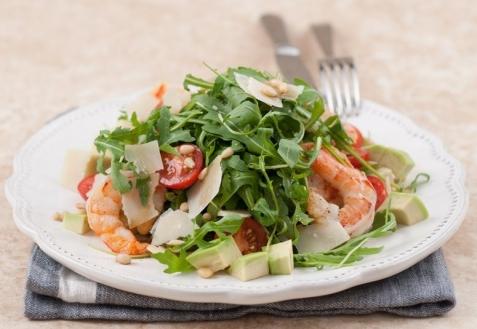 Теплый салат с рукколой и креветками (видео)