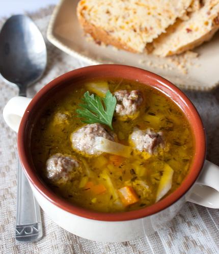 Сельдерейный суп с фрикадельками из индейки