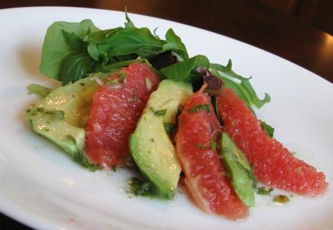 Рецепт - Салат с грейпфрутом и авокадо