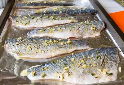 Смазываем рыбу