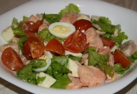 Салат с лососем и моцареллой