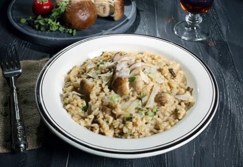 Постный рис с орехами и грибами