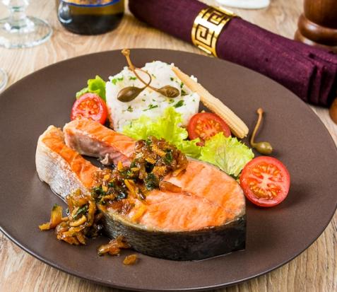 Пряные стейки из лосося с имбирем