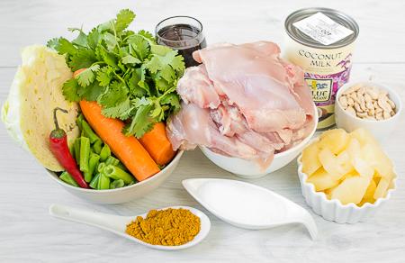 Стир-фрай из курицы с кокосовым соусом и лапшой