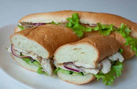 Сэндвичи с курицей и маринованным цуккини