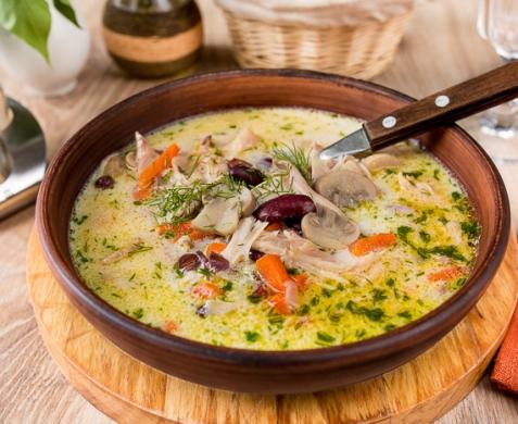 Густой суп из кролика с фасолью и грибами