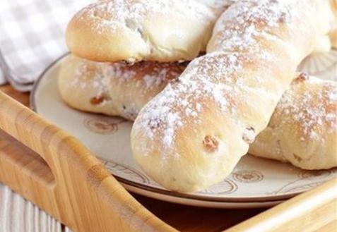Постные булочки с изюмом