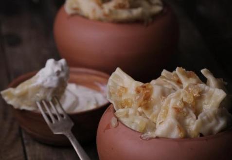 Вареники с картофелем и копченой грудинкой (видео)