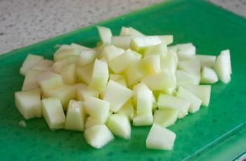 Фруктовый салат вдыне