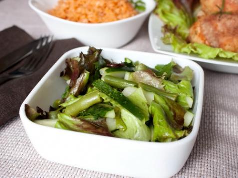 Салат с огурцами и мятой