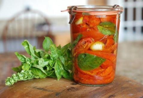 Вяленые помидоры с базиликом (видео)
