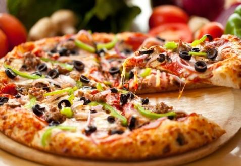 5 вариантов быстрой пиццы для лентяев: замешивать тесто не понадобится!