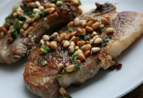 Рецепт - Свинина с кедровыми орешками
