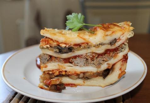 Рецепт - Лазанья с фаршем, грибами и баклажанами