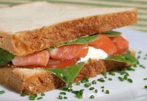 Сэндвичи с лососем и рикоттой