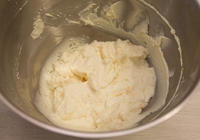 Разминаем сливочный сыр